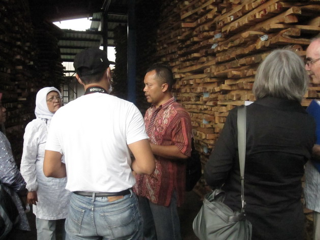 Mr. Wahyu of ABP explaining the processing stages of FSC-Controlled Wood from the local Farmer Group