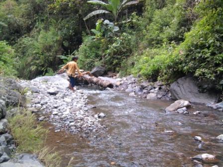 Checking the spring of Pucung Mudina