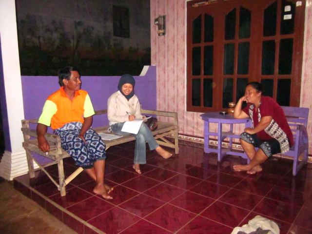 Novita (Trees4Trees R & D Project Staff interviewing a farmer)