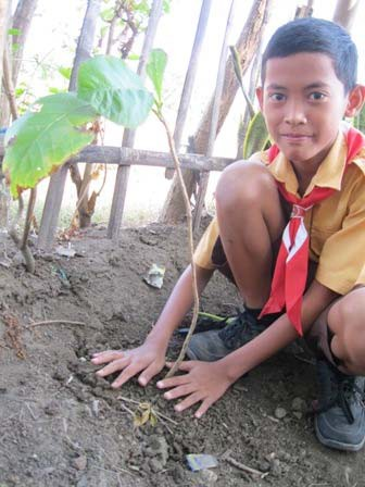 Student learning to plant trees