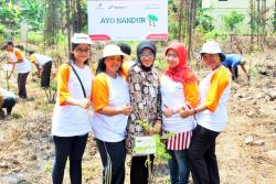 Planting committee with the first tree